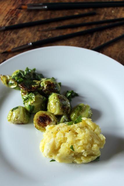 Ofen-Rosenkohl mit Kartoffel-Petersilwurzel-Pürree