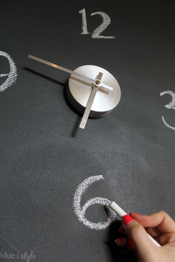 Writing numbers on chalkboard clock