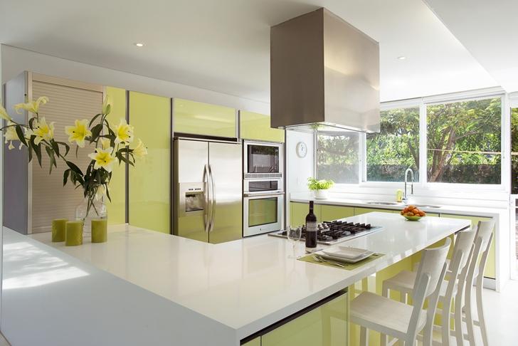 modern kitchen in Casa del Viento by A-oo1 Taller de Arquitectura