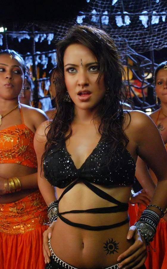 Neha sharma hot tattoo exposed like hottest tattoo bollywood boyfriends do...but its a normal tattoo hot pics