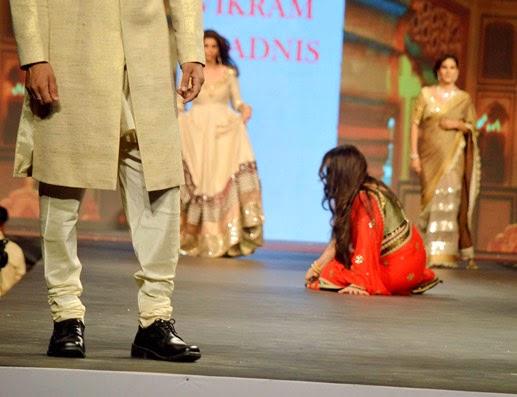 Formaer Actress Poonam Dhillon falls while ramp walk
