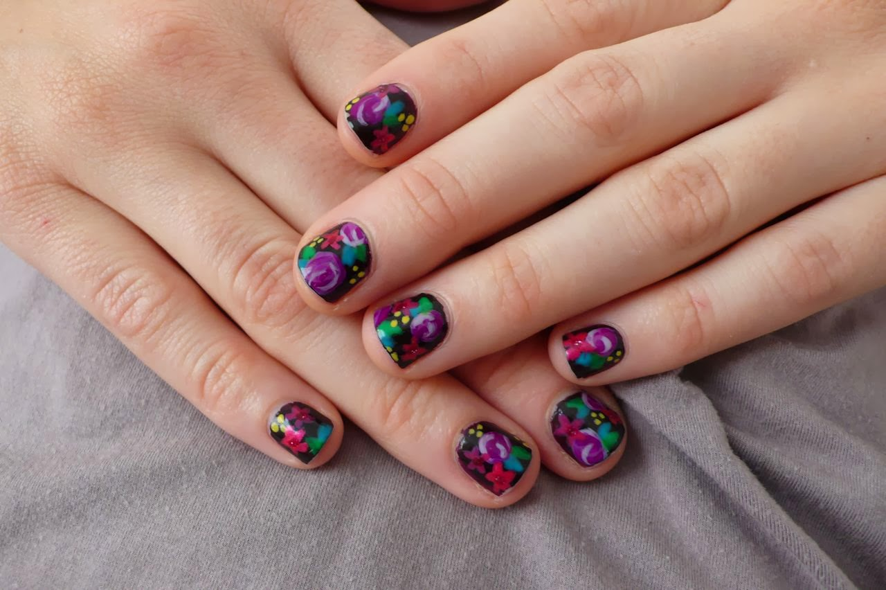 Nail-design-with-contrast-in