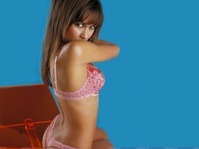 olga_kurylenko_wallpaper_in_pink_lingerie_fun_hungama_forsweetangels.blogspot.com