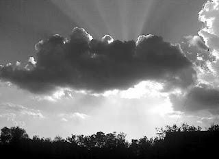 Sinar di balik awan