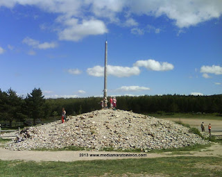 cruz de ferro, camino de santiago, www.mediamaratonleon.com
