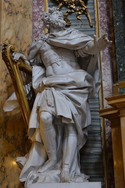 Estátua do Rei David (obra de André-Jean Lebrun), venerada na Basílica dos Santos Ambrósio e Carlos Borromeu, na Via del Corso, em Roma. [foto PRC]