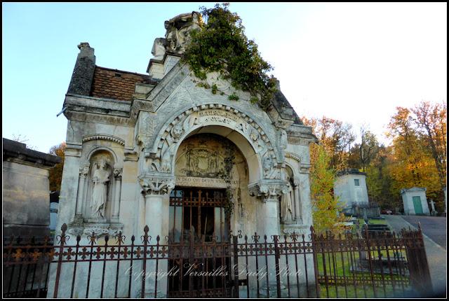Ornate mausoleum Versailles cimetière des Gonards