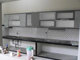 semarang furniture - kitchen set minimalis pintu kaca engsel hidrolis 01