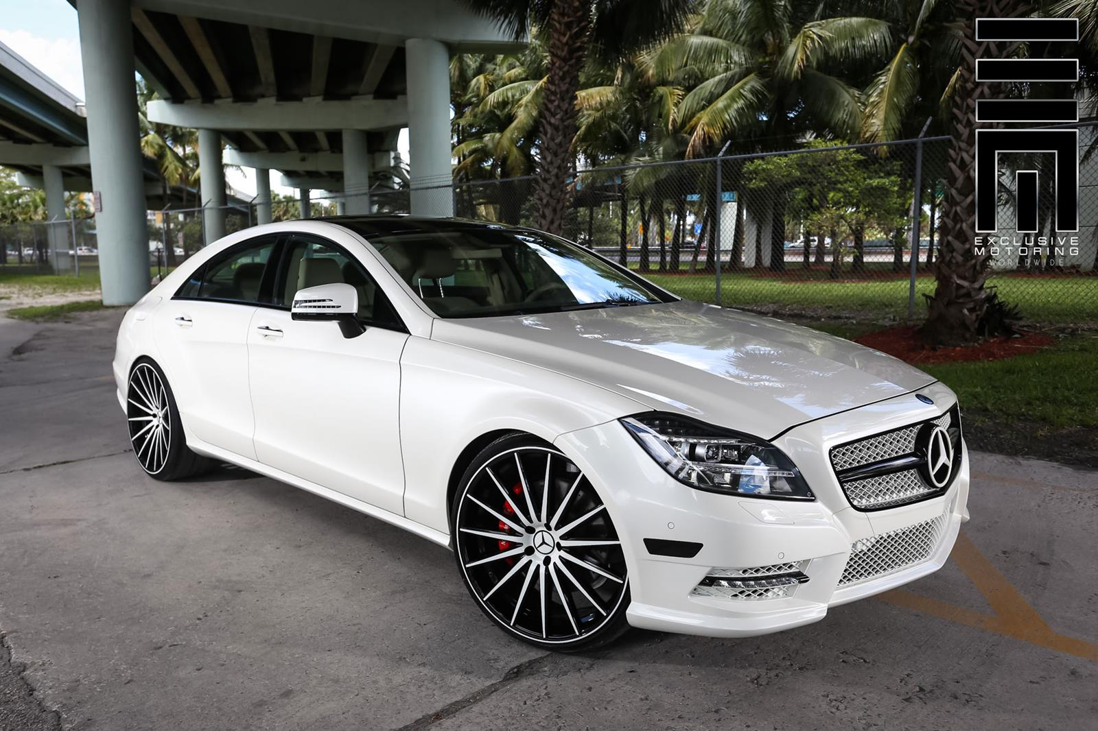 Mercedes benz w218 cls550 white on vossen vfs2 wheels for Mercedes benz wheel