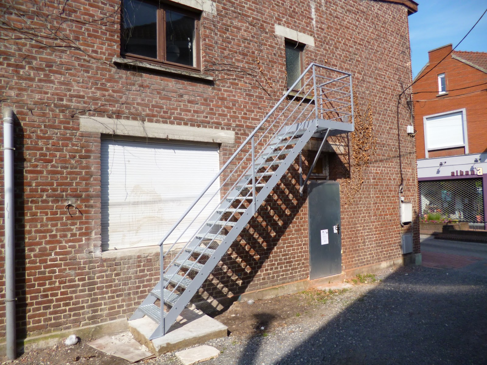 Blog de la maison de l 39 imaginarium l 39 ambiance factory for Escalier exterieur en metal