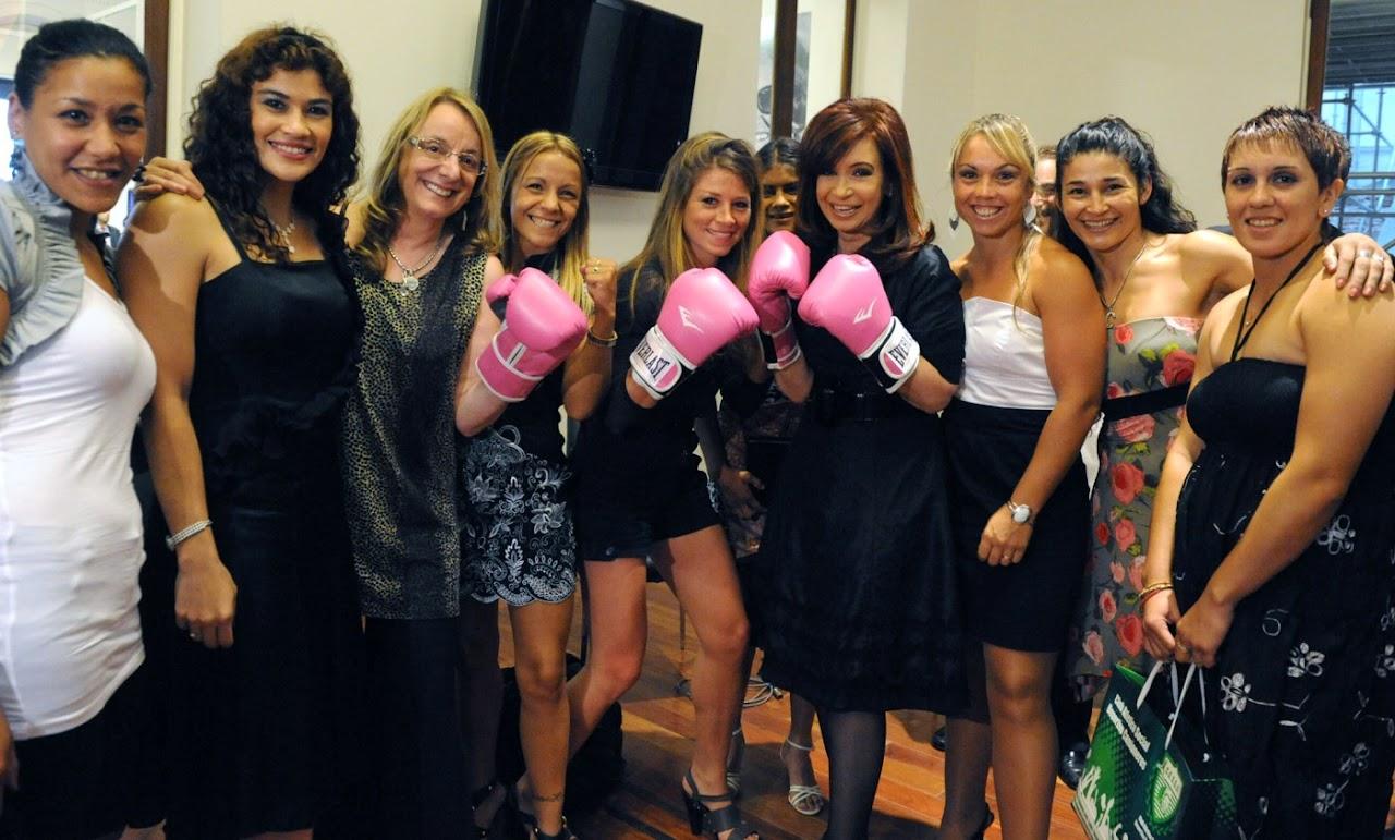 http://3.bp.blogspot.com/-bY0Tp9zegt8/TpWvKkWup2I/AAAAAAAAB5s/8U4K5n8-QEs/s1600/Cristina_Kirchner_boxeadora.jpg