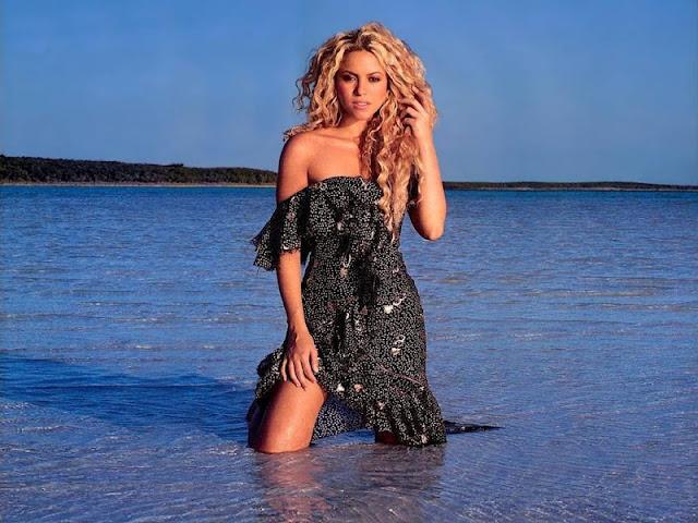 Shakira sexy in beach