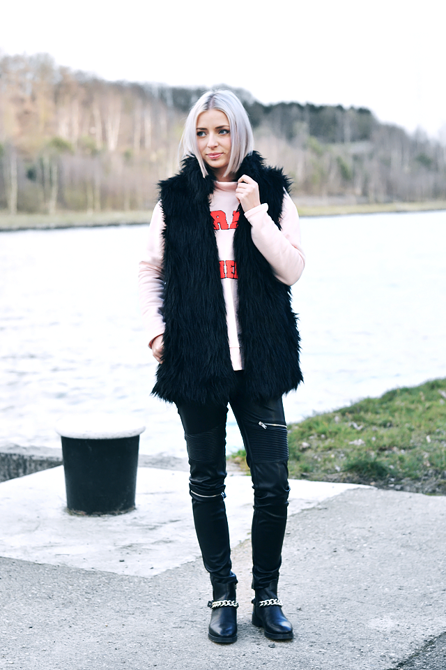 Zara chain boots, Zara leather zipper trousers, Noisy may sweatshirt, pastel pink, trends, faux fur, jacket, belgian blogger, outfit, street style