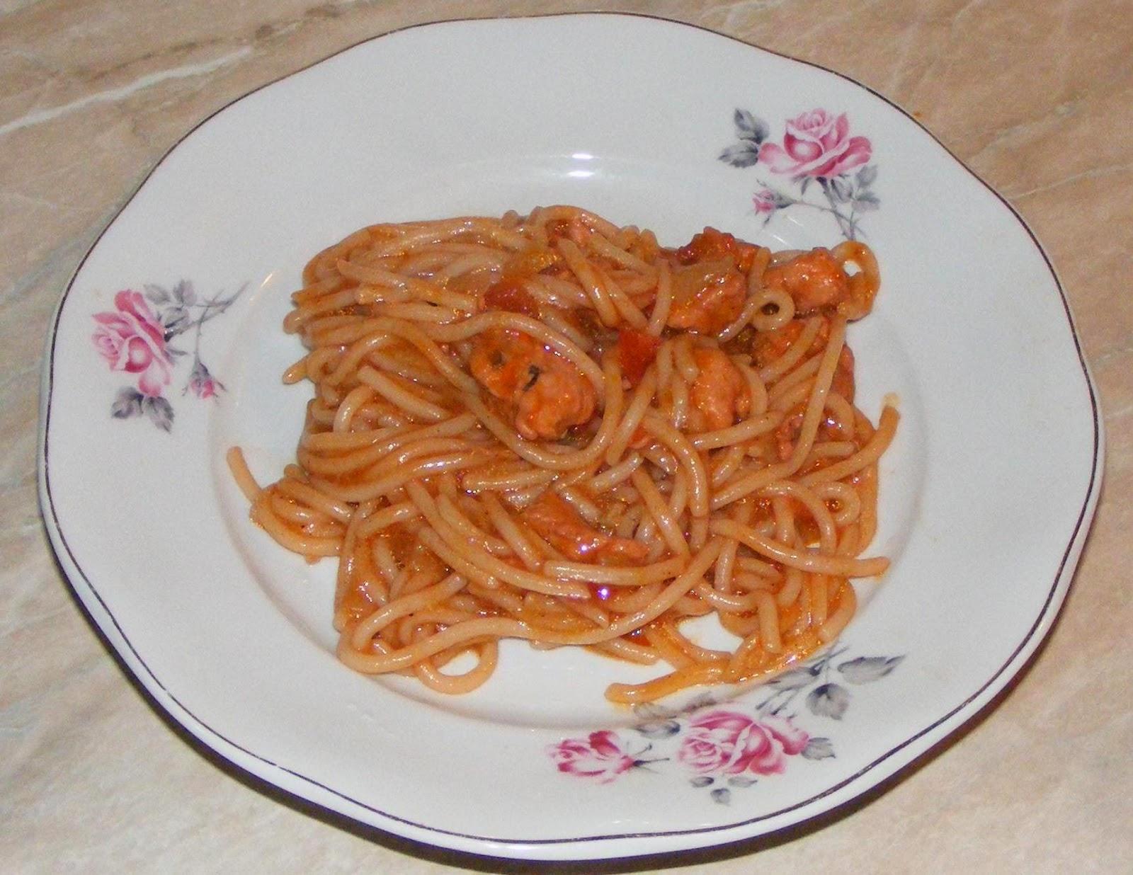 spaghete cu carne, paste cu sos, spaghete cu sos, paste cu carne, retete de mancare, retete si preparate culinare cu carne de pui, retete cu pui, retete cu piept de pui, retete mancaruri, reteta de paste cu sos, retete cu paste, retete cu spaghete,