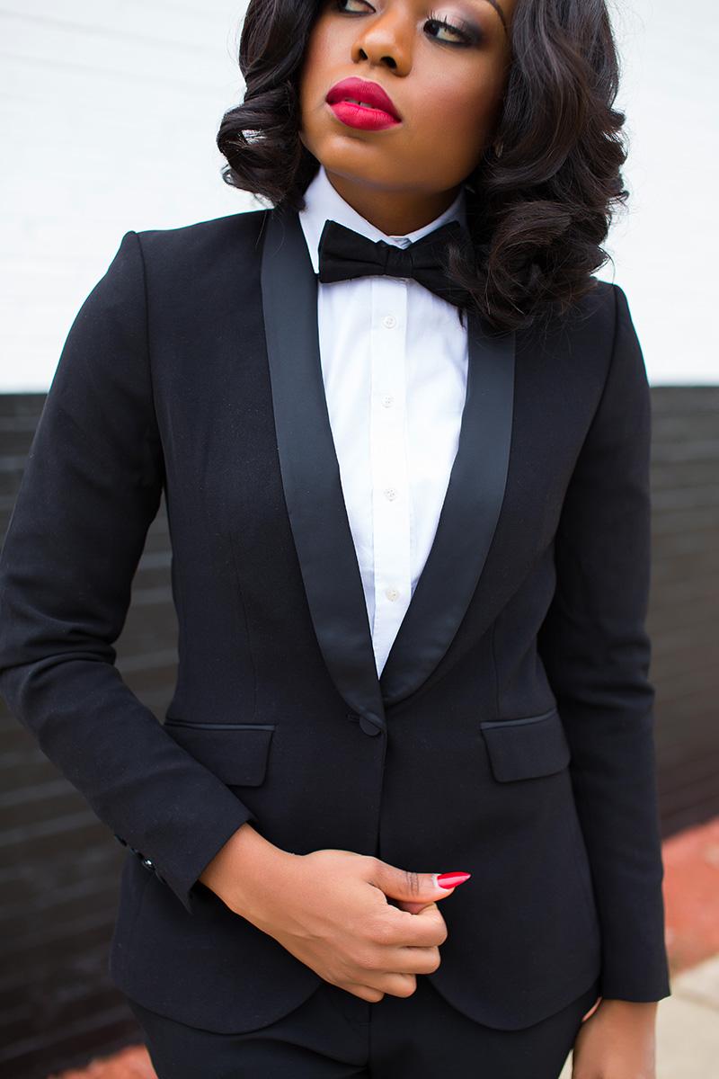 Black suit, Black tie, holiday work party, www.jadore-fashion.com