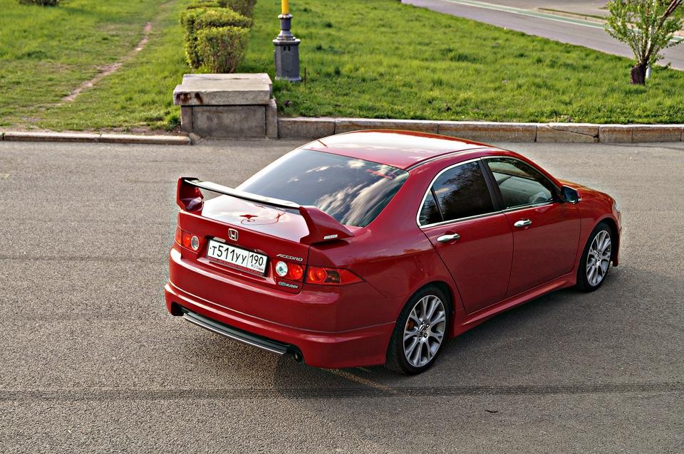 czerwona, Honda Accord VII, japońskie sedany, czterodrzwiowe auta, zdjęcia, fajne samochody w nadwoziu sedan