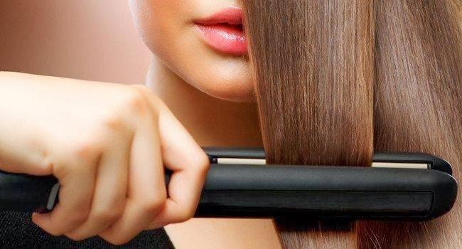 Uso de chapinha para deixar o cabelo mais liso