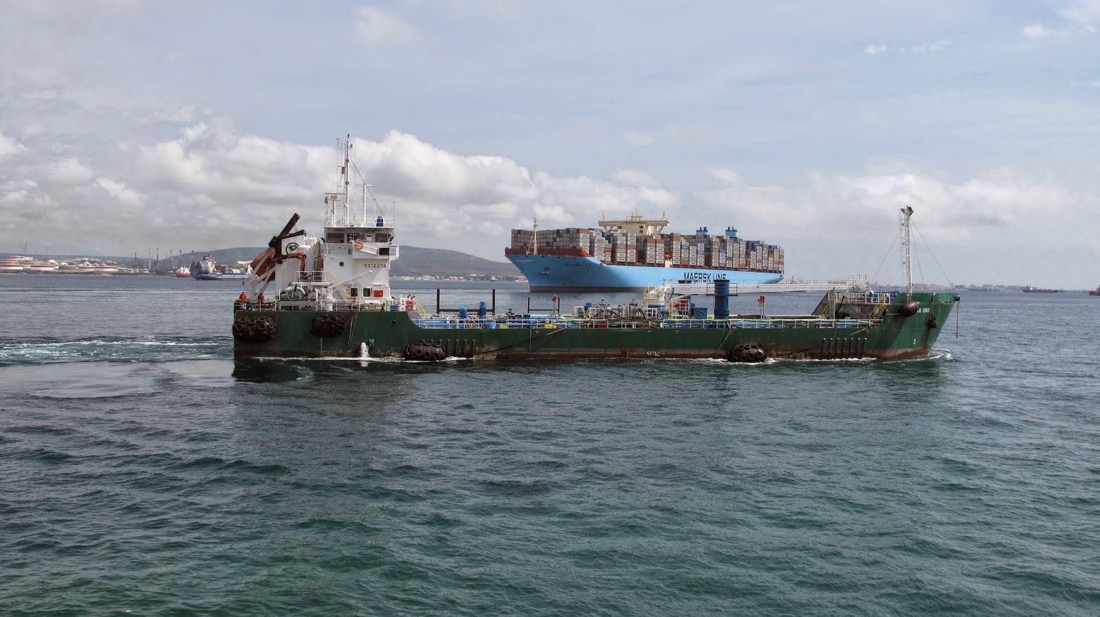 Puerto de Algeciras 2014. Gabarra y Triple E