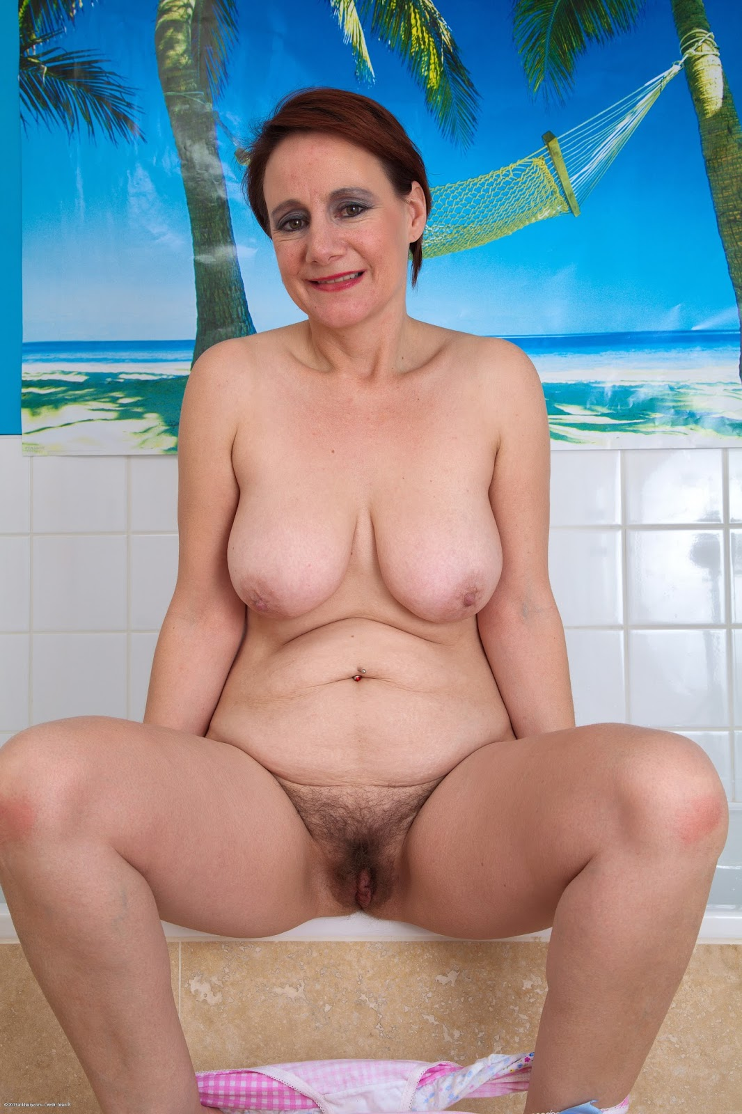 mature nude ladies in bath