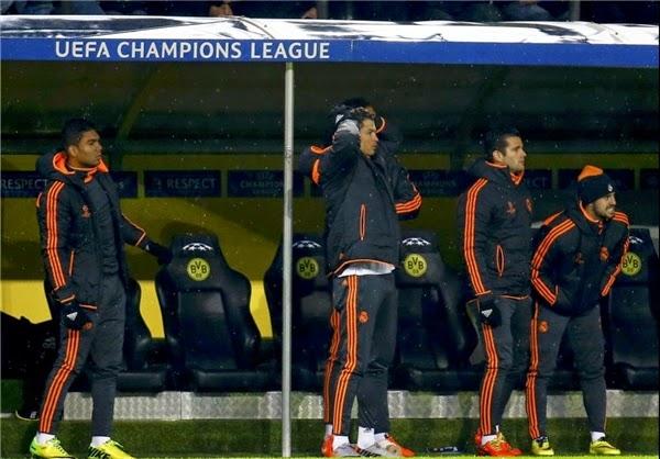 بالصور رونالدو على دكة البدلاء متوتر و متحمس و يحمس اللاعبين كأنه مدرب
