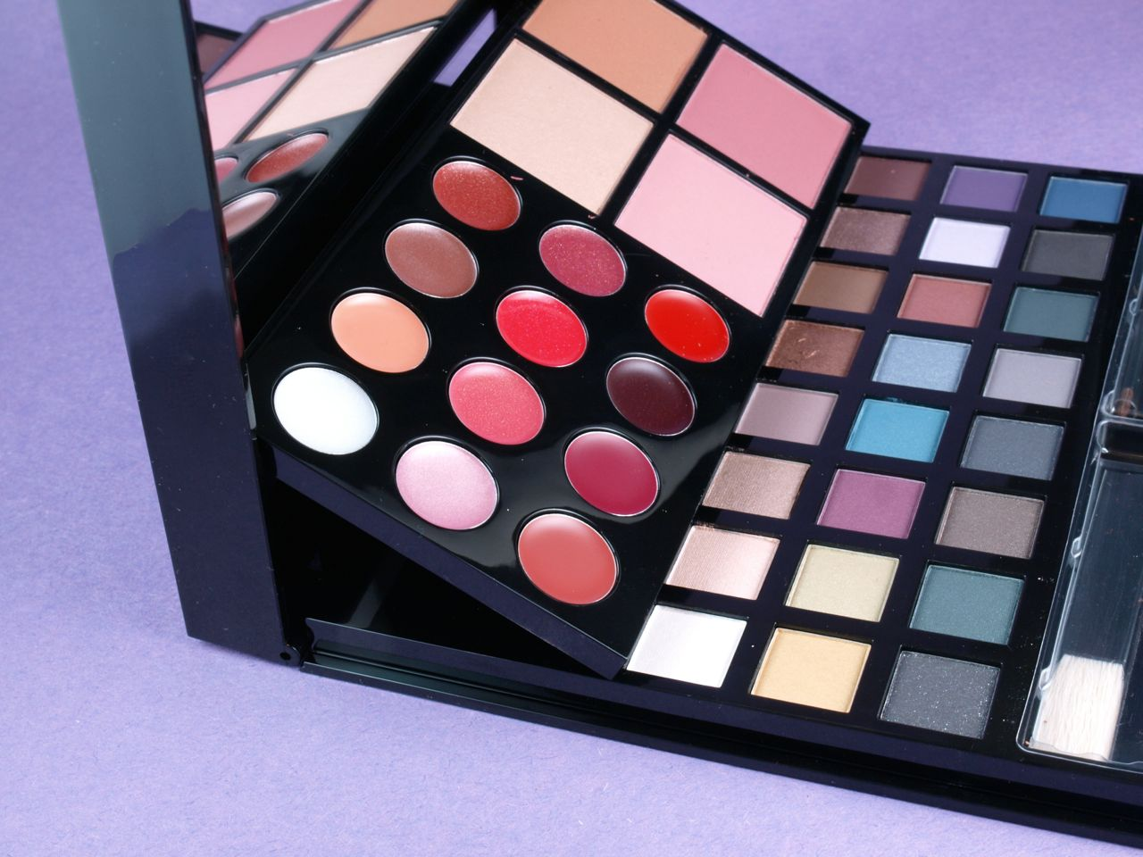Avon Holiday 2014 Makeup Studio Palette: Review and Swatches