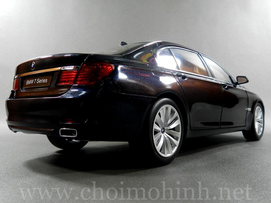 BMW 750Li 1:18 Kyosho back