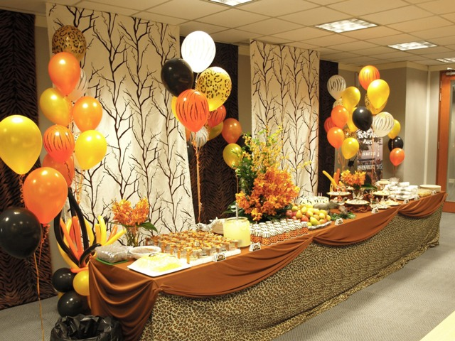 Pretty parties african safari party for Table design jungle