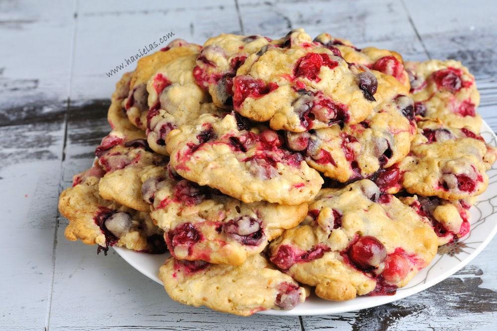 Haniela's: Fresh Cranberry White Chocolate Oatmeal Cookies