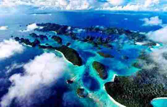 Gambar indahnya ratusan pulau raja ampat papua