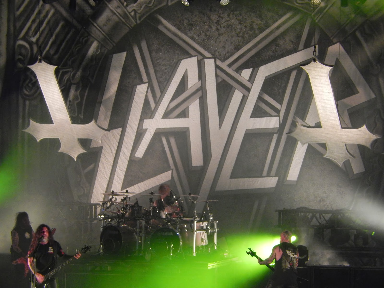 officially a yuppie live pix slayer theater at msg