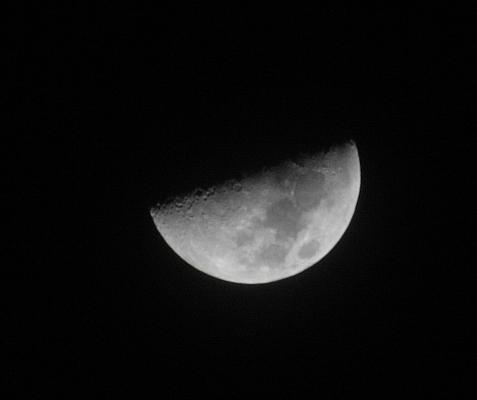 البحر والقمر والدموع half_moon.jpg