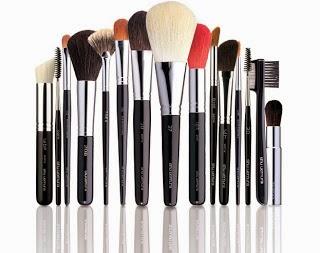 Cara Menggunakan Make Up Saat Berjerawat