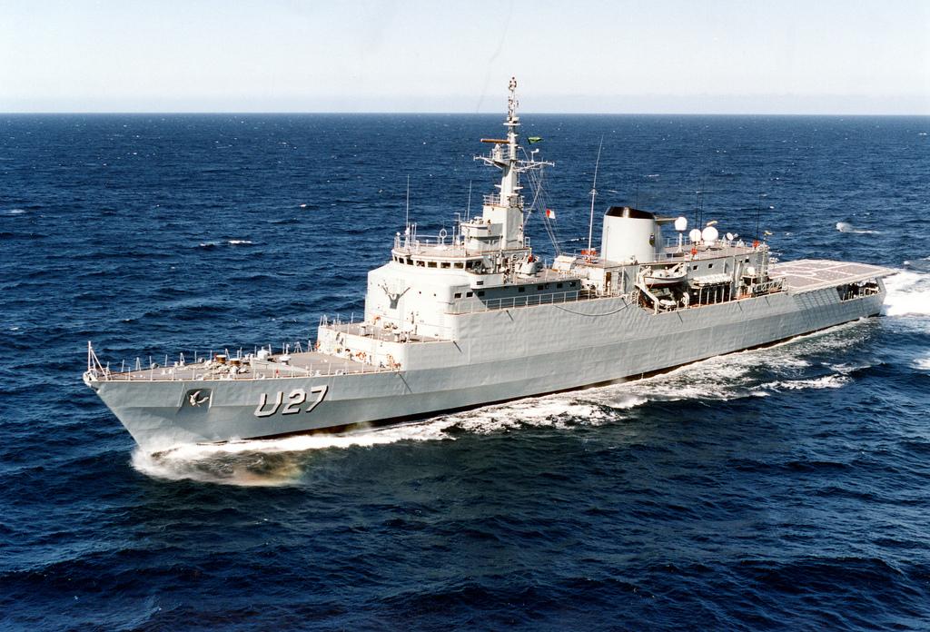 Buque Escuela Brasil (U27) de la Marinha do Brasil.