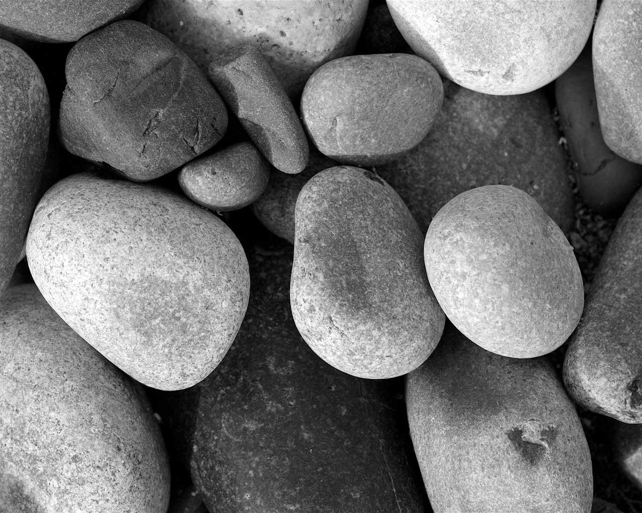http://3.bp.blogspot.com/-b_jExvZ5KpE/T8A0kxCt79I/AAAAAAAAAZU/q9YJYBRIgaw/s1600/pebbles-black-white.jpg