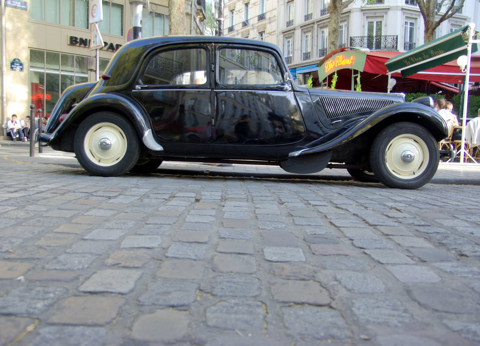 ParisDailyPhoto: Old cars pollute too much