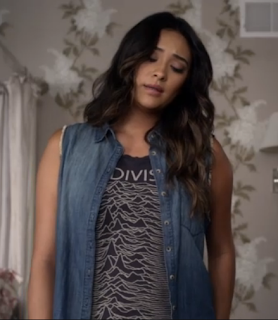 "Emily's Urban Outfitters Joy Division Muscle Tee Pretty Little Liars Season 3, Episode 18: ""Dead to Me"""