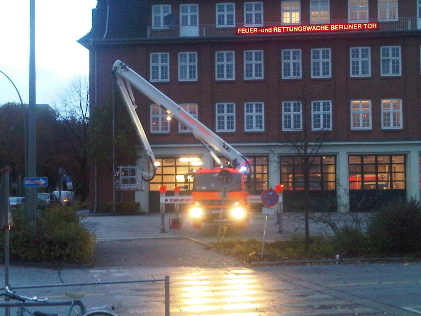 Feuerwehr testet Drehleiter - Berliner Tor - Hamburg