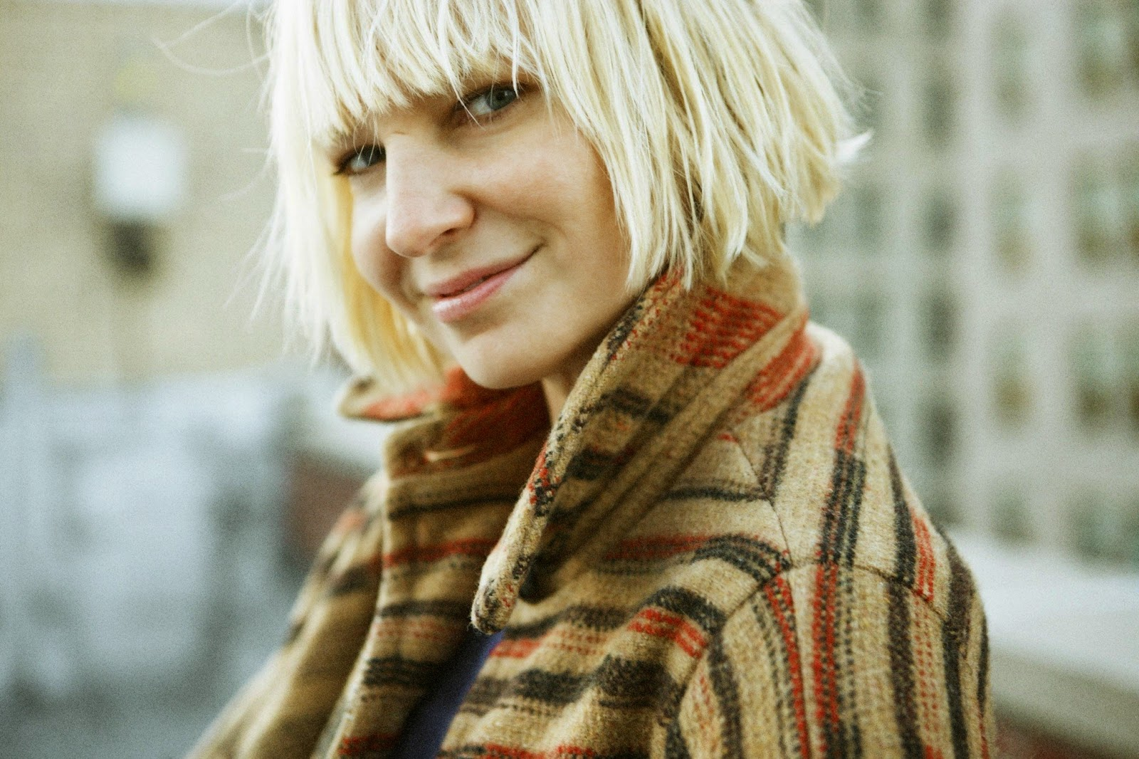 Charming sia chandelier chandeliermtv video music award 2014 video of the year mozeypictures Choice Image