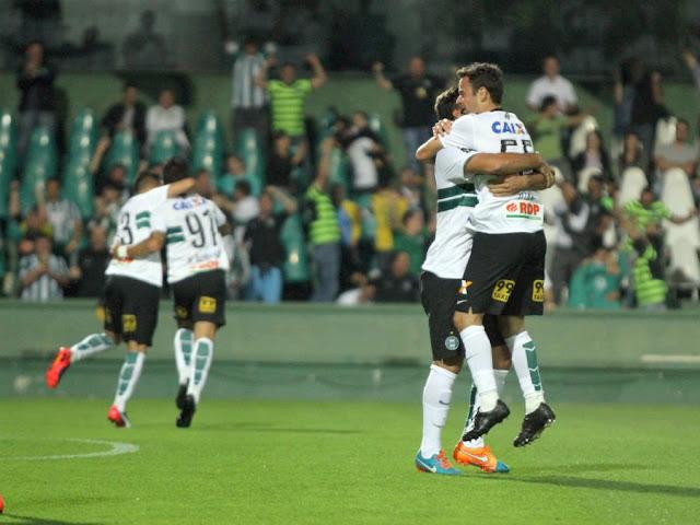 Coxa quer continuar sequência sem derrotas para afastar risco da degola de vez (Foto: Coritiba/Divulgação)