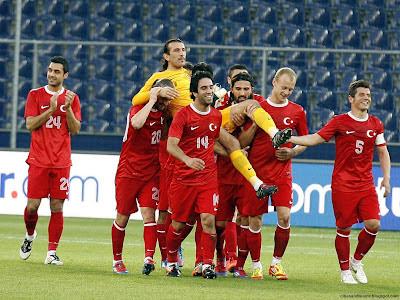 Turkish Goalkeeper Rüştü Reçber Took Leave Of National Team