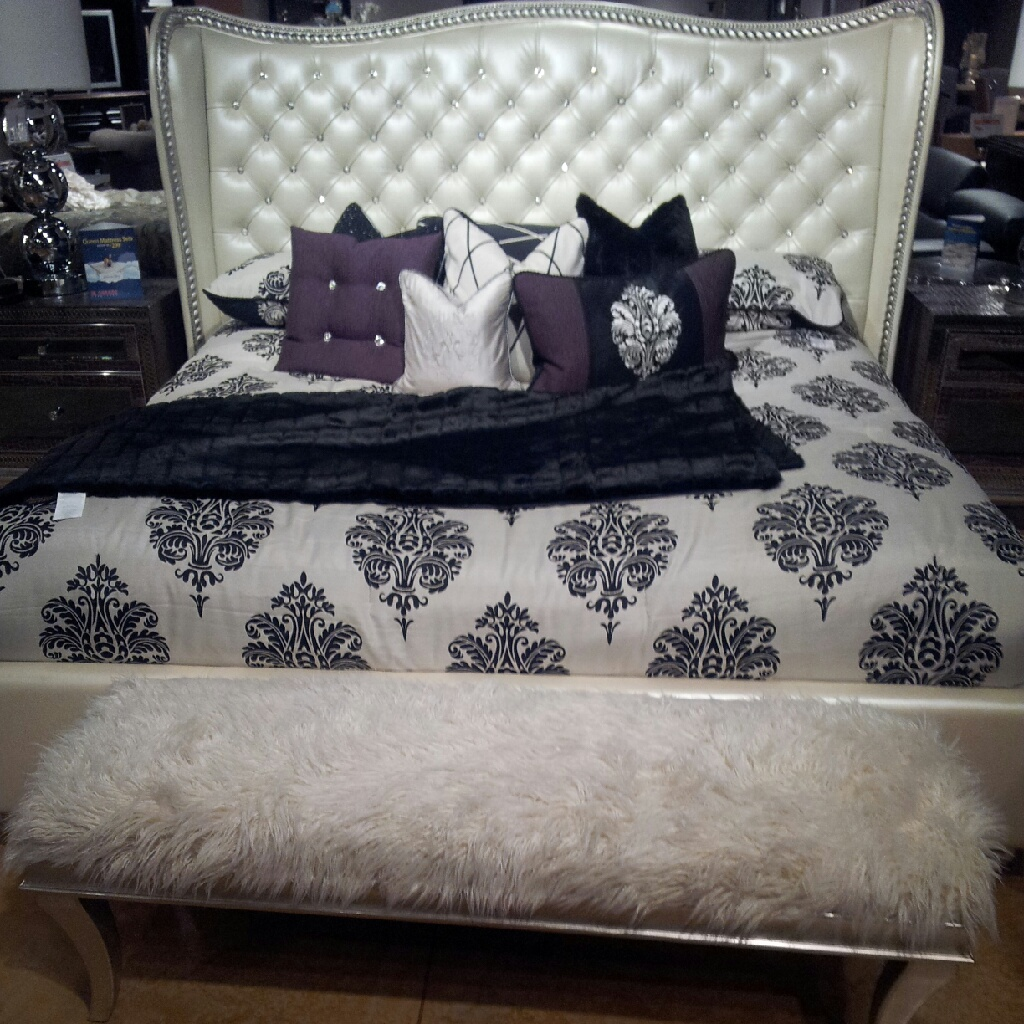 Hollywood Swank Bed And Bed Bench By Michael Amini And Jane Seymour