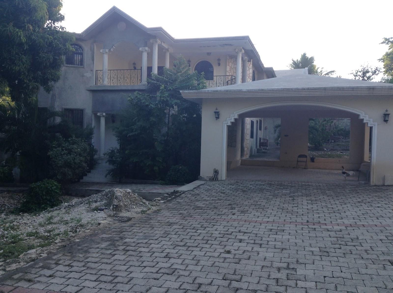 Une maison meuble a vendre immobilier en haiti for Meuble casami haiti