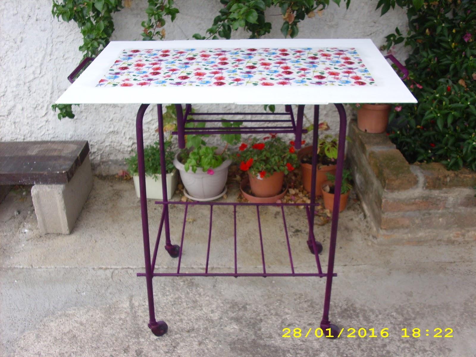 El taller de sof a reciclaje de una mesa de tv antigua for Como reciclar una mesa de televisor antigua