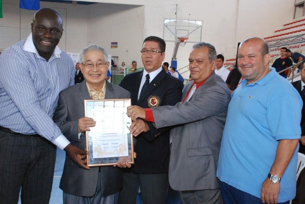 Tókio Mao recebe homenagem da Confederação Brasileira de Karatê