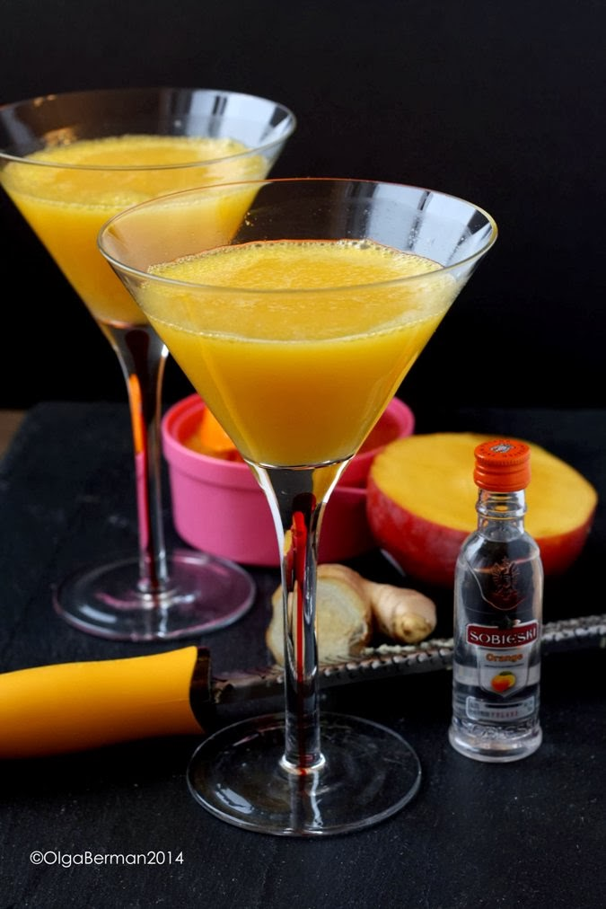 Mango tomato perfect cocktail to celebrate new year for Flavored vodka mixed drinks