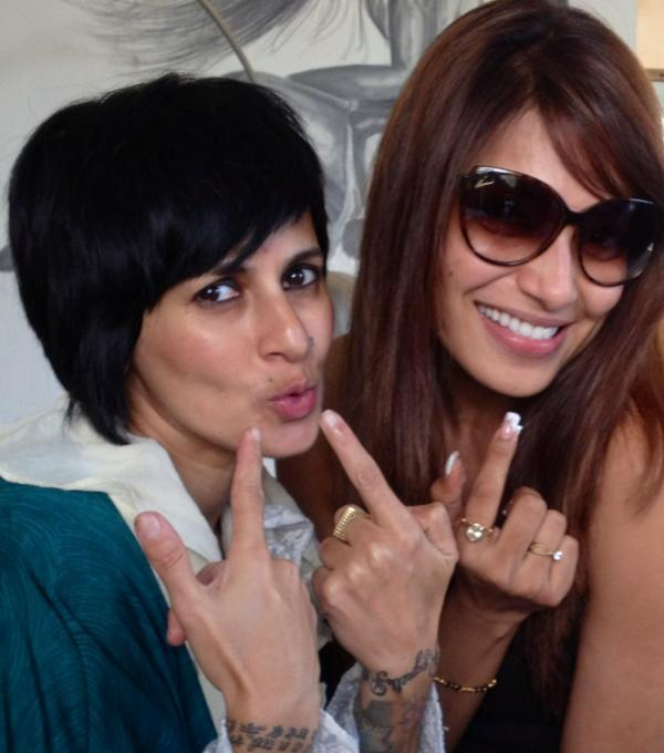 Bipasha Basu1 -  Bipasha Basu celebrates her birthday at Mad O wot hair salon