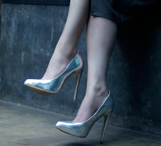 Forever 21 Silver Metallic Pumps, pointed toe heels