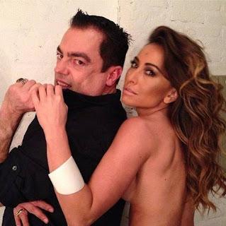 Abraçada ao cabeleireiro Marco Antônio Di Biaggi, Sabrina Sato também quase mostrou demais nas redes sociais.