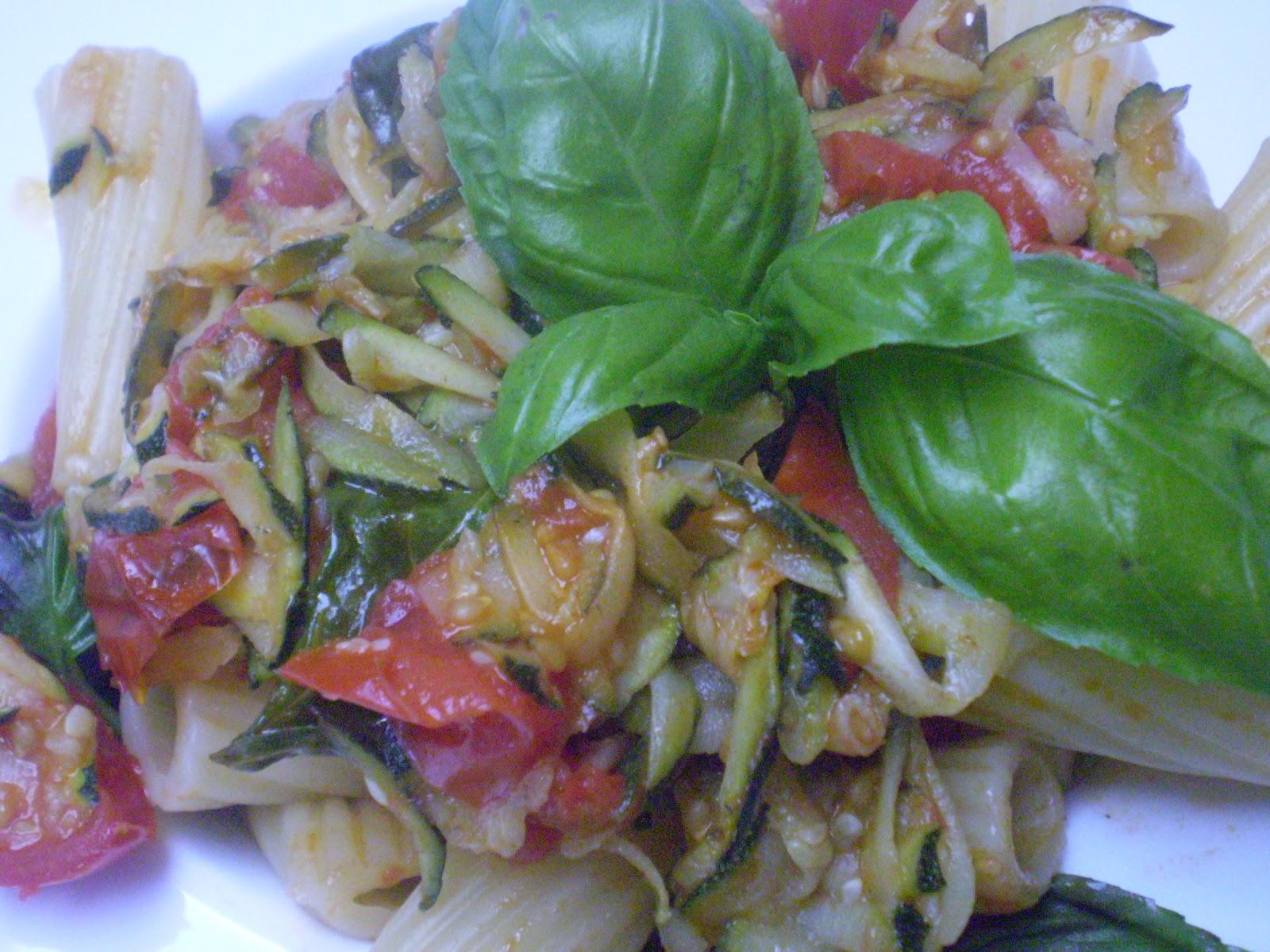 Rigatoni aux tomates et courgette