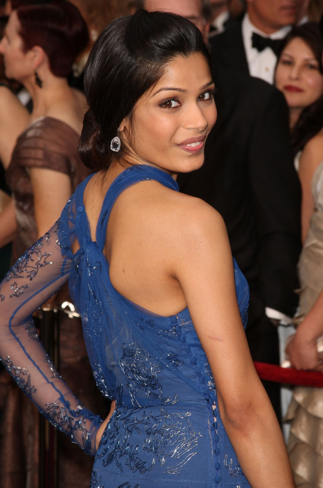freida pinto sexy candid photo 05
